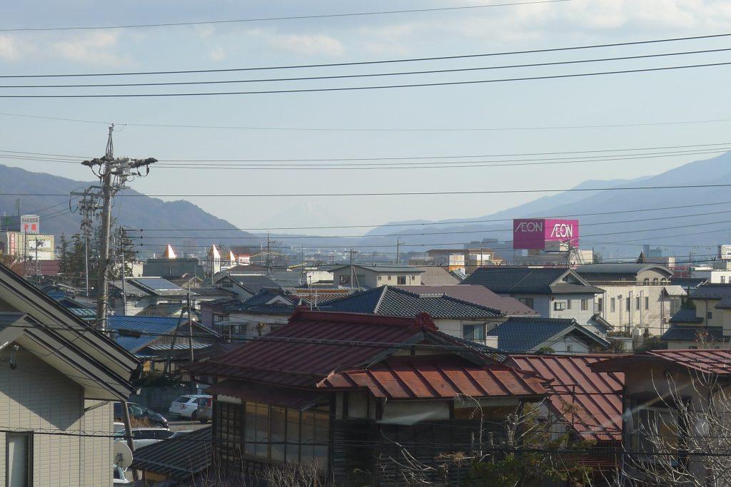 下諏訪駅構内から富士山を望む